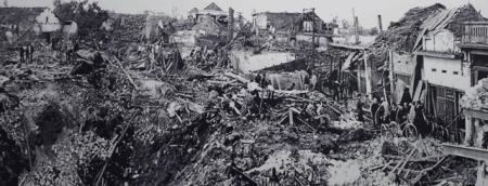 HANMET_19721226-street-after-bomb
