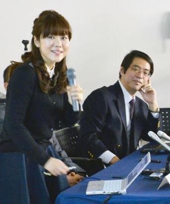 Haruko Obokata (trái) và Yoshiki Sasai (phải)