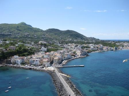 Cảnh Ischia nhìn từ lâu đài Argonese