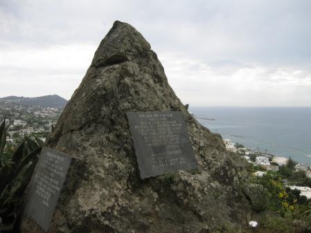 Mộ của nhà soạn nhạc William Walton tại La Mortella
