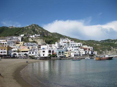 Làng chài Sant'Angelo trên đảo Ischia  (Ảnh của tác giả)