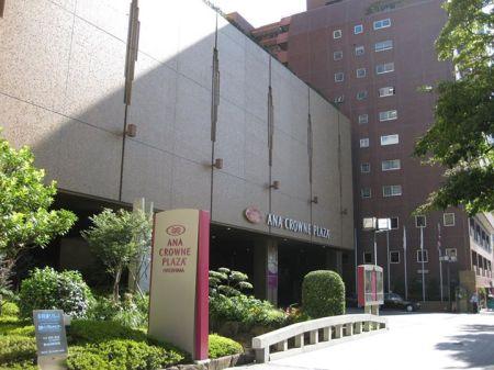 Lối vào ANA Crowne Plaza Hotel