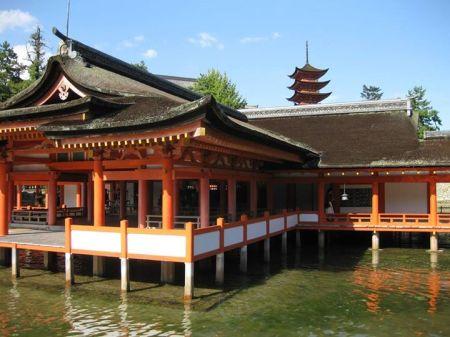 Đền Itsukishima và tháp năm tầng Goji-no-to