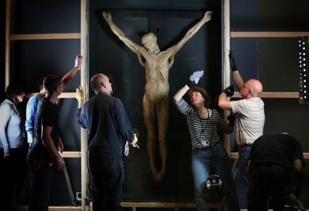 Các chuyên gia tại Bảo tàng London đang chuẩn bị triển lãm bức tượng đổ khuôn James Legg bị đóng đinh trên thập tự.