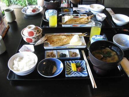Bữa sáng kiểu Nhật Bản tại ANA Crowne Plaza Hotel
