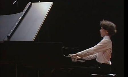 Evgeny Kissin biều diễn tại Suntory Hall Tokyo năm 1985 (Nhấn chuột lên hình để xem video clip)