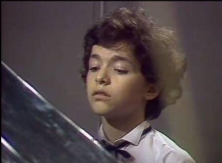 Evgeny Kissin (12 tuổi) trình diễn concerto No 1 của Chopin tại Đại khán phòng nhạc viện Tchaikovsky đêm 27.3.1984 (Nhận chuột lên hình để xem video clip)