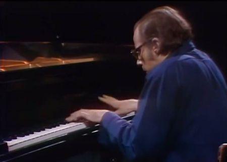 Glenn Gould chơi và giải thích nghệ thuật fugue của J.S. Bach (Nhấn chuột lên hình để xem video)