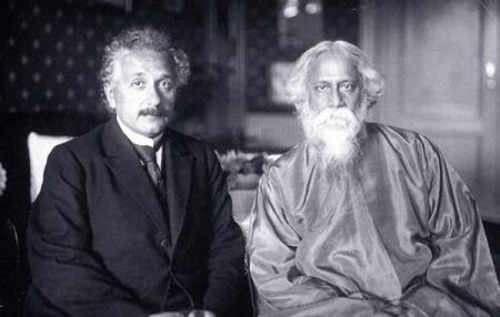 Albert Einstein and Rabindranath Tagore tại cuộc hội ngộ năm 1930 ở Caputh (Đức)Albert Einstein and Rabindranath Tagore tại cuộc hội ngộ năm 1930 ở Caputh (Đức)