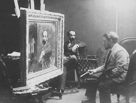 Valentin Serov đang vẽ chân dung Isaak Levitan tại xưởng hoạ Levitan (Ảnh do đại gia Sergei Morozov chụp năm 1893. Xưởng hoạ này cũng của Morozov dành cho Levitan sử dụng)