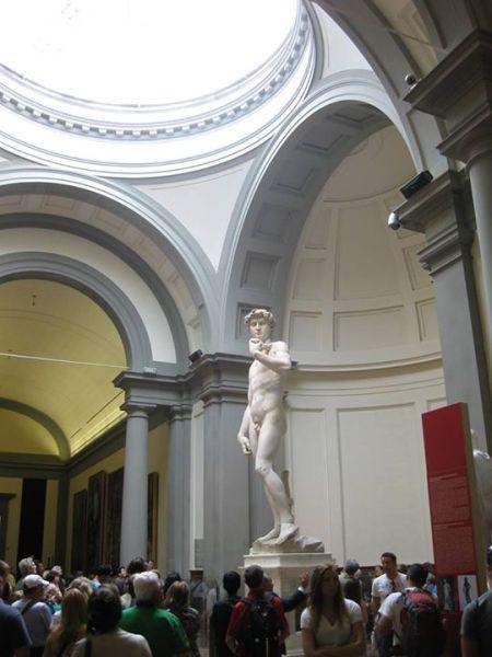 Tượng David của Michelangelo trong bảo tàng viện Hàn lâm Mỹ thuật Florence (Ảnh của người dịch)