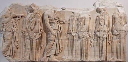 Một mảnh phù điêu trán tường (frieze) đền Parthenon được cho là đã được tạc vào khoảng 443 - 438 tr CN dưới sự chỉ đạo của Phidias. Louvre