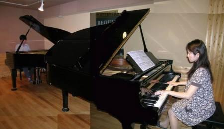 Tập ghép chương 1 piano concerto cung La thứ của E. Grieg tại Casa de la Musica. Cô Reiko khi đó đã cưới chồng và có mang vài tháng