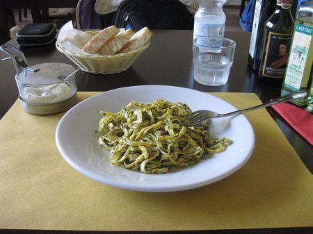 Món taglierini tartufatti (mì sợi dẹt trộn nấm truffle)